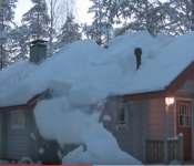 Man Removes Tons Of Snow From His Roof Using Rope In Mere Minutes !